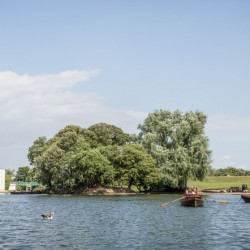 cleethorpes-discovery-centre-boating-lake